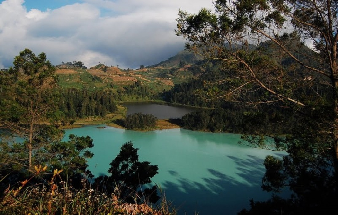 colorfull-lake-in-dieng