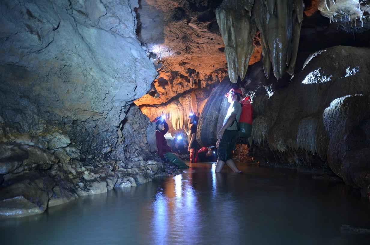 cave-tubing-goa-pindul-1