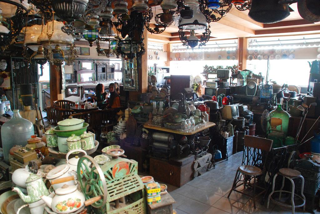 Pasar Antik Triwindu di Solo